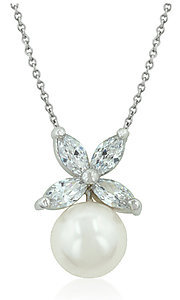 Style: LEC-DaintyButterflyNecklace Front Image