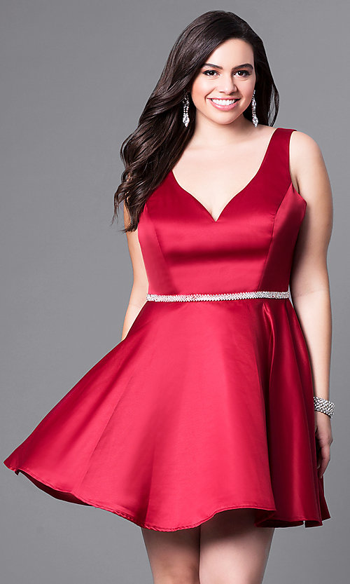 Image of short semi-formal plus-size party dress with v-neck. Style: DQ-9504P Detail Image 3