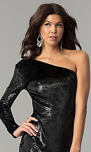 Image of one-shoulder short black velvet holiday dress.  Style: AC-DH24116A Detail Image 1