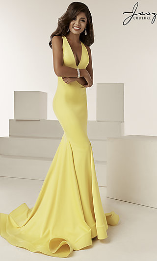Long Jasz Fitted Formal Gown with a Trumpet Skirt