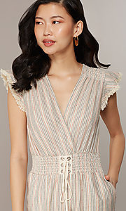 Image of cropped-leg v-neck striped causal jumpsuit. Style: CHE-JS16104COQ Detail Image 1