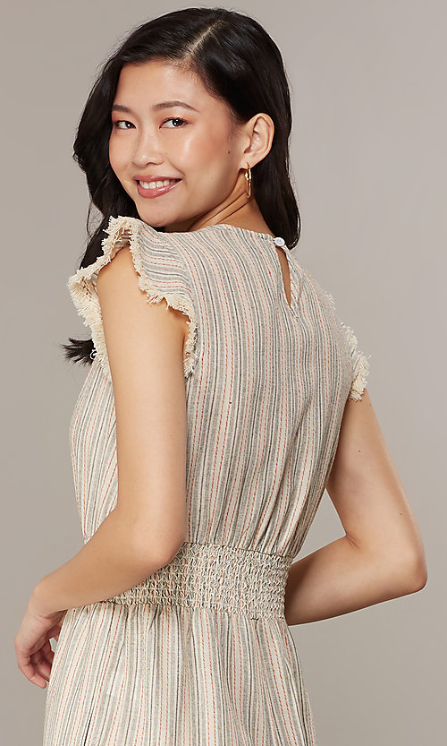 Image of cropped-leg v-neck striped causal jumpsuit. Style: CHE-JS16104COQ Detail Image 2