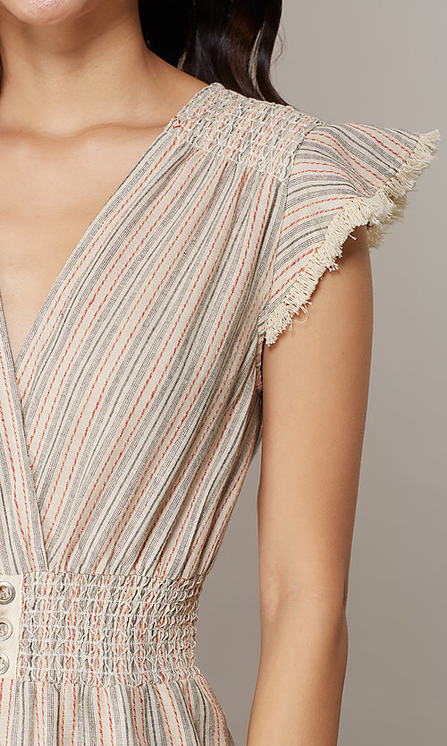 Image of cropped-leg v-neck striped causal jumpsuit. Style: CHE-JS16104COQ Detail Image 3
