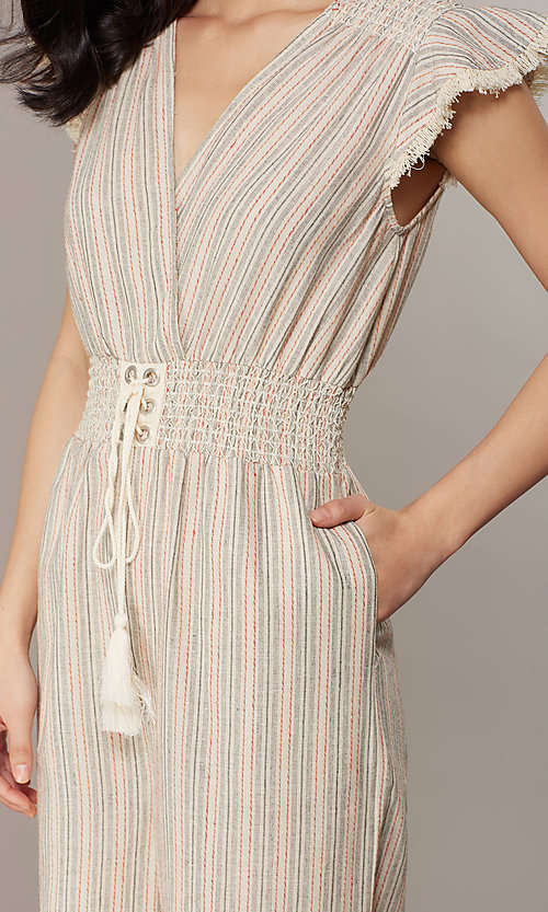 Image of cropped-leg v-neck striped causal jumpsuit. Style: CHE-JS16104COQ Detail Image 5