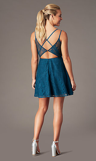 Plunging-V-Neck Short Lace Homecoming Party Dress