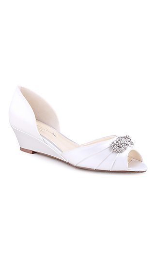 Kai Ivory Pump with a Crystal Brooch