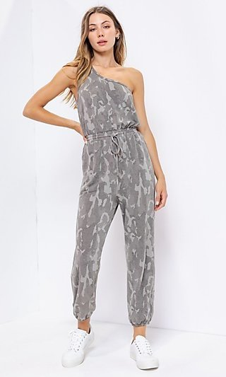 Camo Print One-Shoulder Casual Jumpsuit