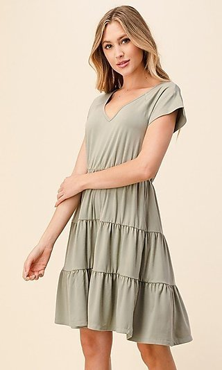 Casual A-Line Tiered-Skirt V-Neck Dress