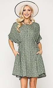 Image of short sleeve short print casual dress with pockets. Style: LAS-GIG-21-TC1738 Detail Image 1