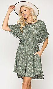 Image of short sleeve short print casual dress with pockets. Style: LAS-GIG-21-TC1738 Detail Image 2