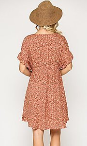 Image of short sleeve short print casual dress with pockets. Style: LAS-GIG-21-TC1738 Detail Image 4