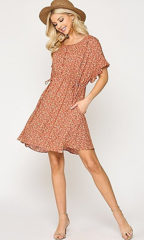 Image of short sleeve short print casual dress with pockets. Style: LAS-GIG-21-TC1738 Detail Image 3