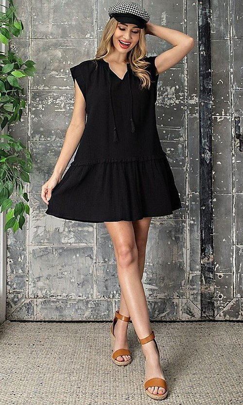 Image of short casual cotton smock dress with v-neck tie. Style: LAS-EES-21-DK4181 Detail Image 6